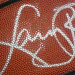 Pallone originale autografato da Larry Bird all'asta